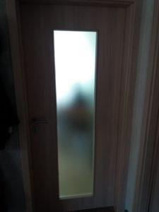 Zimmertür in Pera-Creme mit Verglasung in Madras-Pave weiß