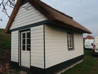 Gartenhaus mit Cedral Stülpschalung1